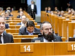 Хванаха евродепутат – хомофоб в оргия с 25 мъже в Брюксел