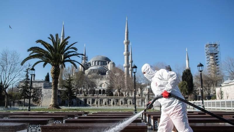 Турция отново регистрира над 30 000 случая на COVID-19, форсират ваксинацията