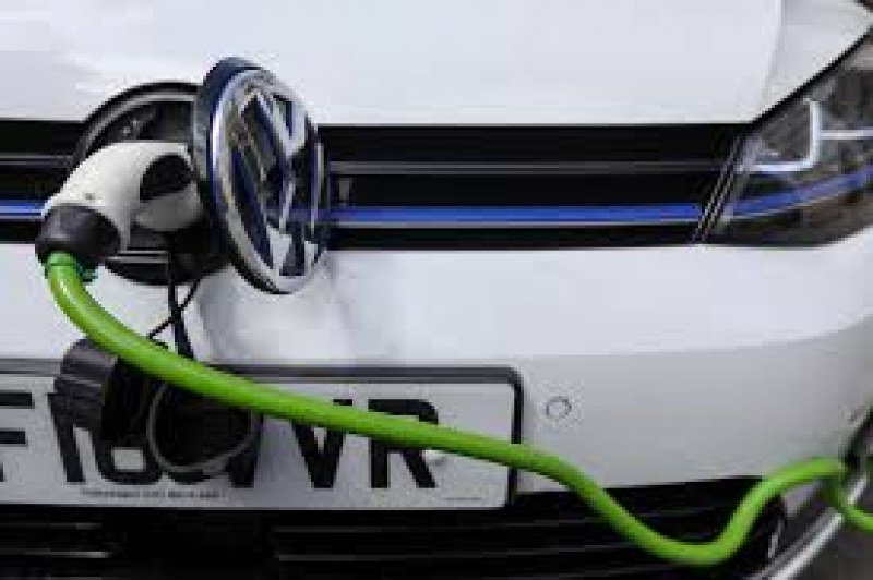 VW влиза в надпреварата за евтини електромобили – подготвя Polo за 24 000 долара