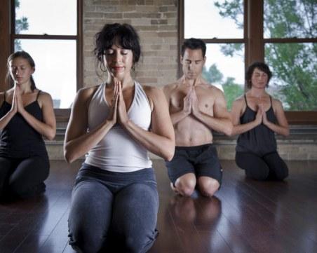 Двойният аршин на мерките: Групи по йога на закрито - може, тренировка във фитнеса - не