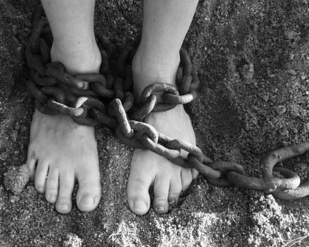 Великата инквизиция в България: Оковават хората с вериги, бият ги с пръчки в психиатрии и домове