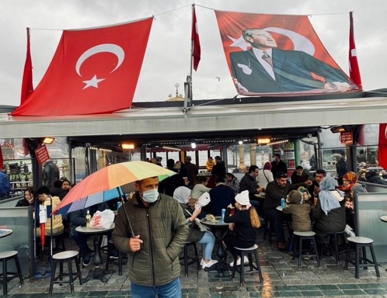 Въпреки локдауна в Турция: Рекорден брой хора починаха за денонощие