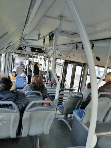 Общината: В някои градски автобуси пътниците са наполовина