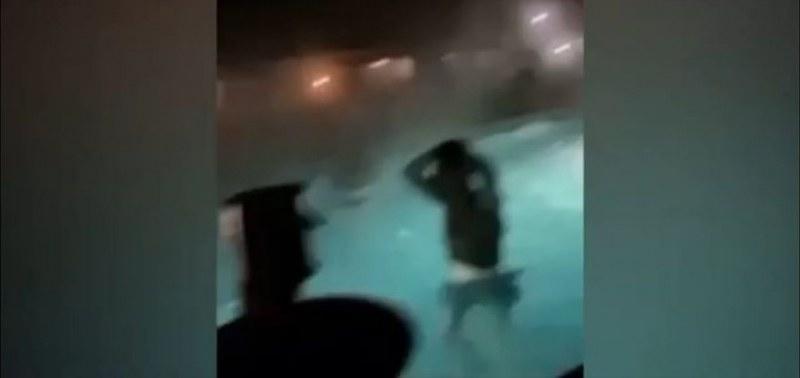 Пир по време на чума: Младежи купонясват в басейн, напук на мерките
