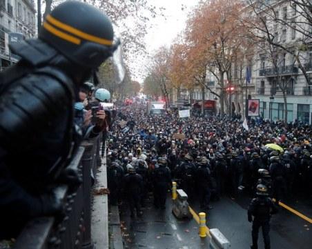 Отново напрежение в Париж! 100 души са задържани при протест