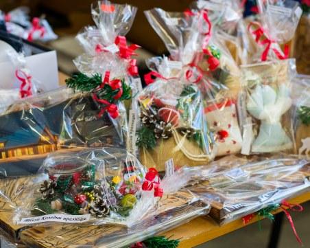 Наредиха коледен базар в съда в Пловдив