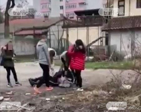 Поредна агресия между деца! Момичета пребиват 13-годишна в Пловдив, пъхат лицето й в калта