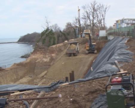 Нов строеж на брега на морето възмути граждани