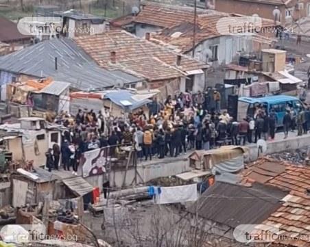 В хасковска махала мерки няма! Роми празнуват напук на ограниченията