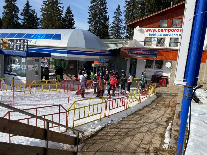 Туристи окупираха Пампорово на Коледа СНИМКИ