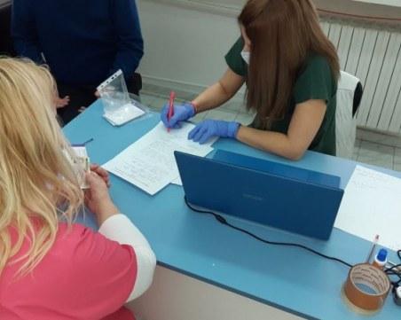 Шефът на COVID отделението е първият ваксиниран в Асеновград