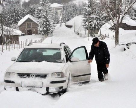 Снежна буря парализира Балканите