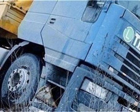Тир и кола катастрофираха край Велико Търново, пострадало е бебе