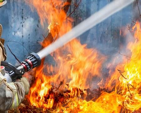 Пожар в Новогодишната нощ! Две жени пострадаха