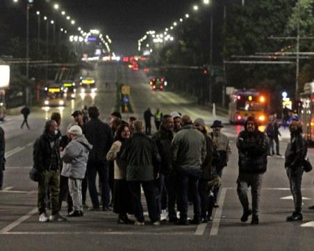 Група протестиращи отново блокира Орлов мост