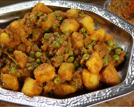 Как да превърнем познатите продукти в екзотична порция храна – къри с картофи и грах