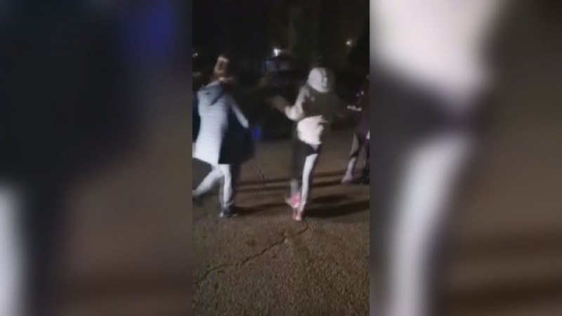 Жената, простреляна на новогодишното хоро, остава в болница