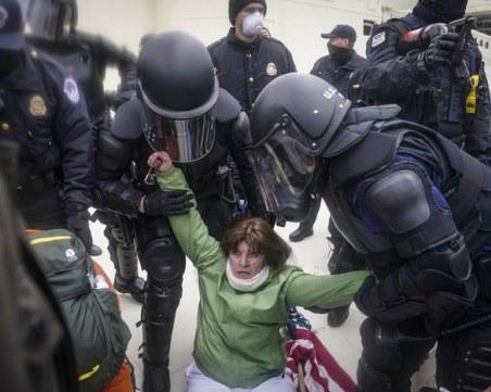 НА ЖИВО: Демонстранти опустошават Капитолия, Тръмп им изпрати гвардейци