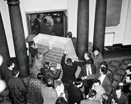 На този ден: Щурмувано е Народното събрание