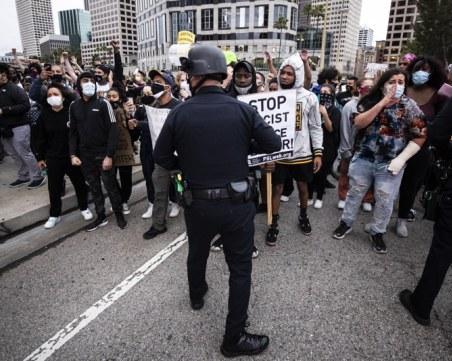 Сблъсъци с полицията във Вашингтон! Демонстранти опитаха да нахлуят в сградата на Конгреса