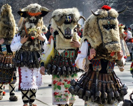 Отменят кукерските празници в Пернишко