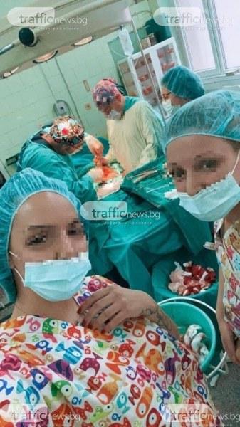 Студентка по акушерство в Пловдив възмути социалните мрежи със селфи по време на операция