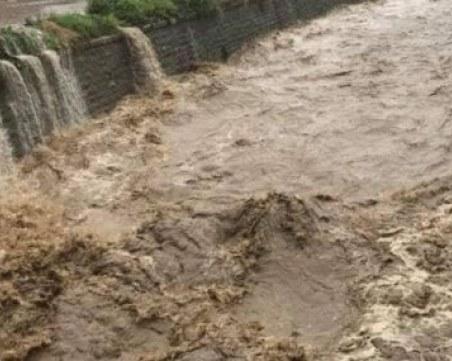 Водното бедствие застрашава газопровода България - Гърция, 29 000 домакинства в страната - без ток