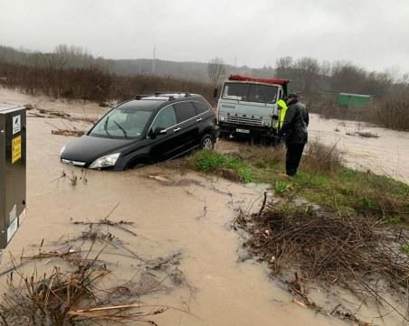 Бедствие: коли са под вода на пътя Извор–Зидарово в Бургаско