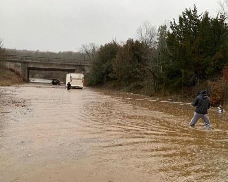 Бедствието в Бургас продължава – затвориха пътя Созопол – Приморско