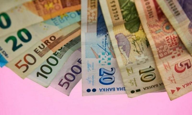 Финансовият министър обяви откога ще се разплащаме с евро