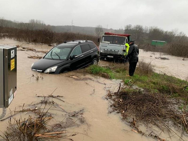 Шефът на пожарната: Имаме готовност да евакуираме хора, няма загинали заради наводненията