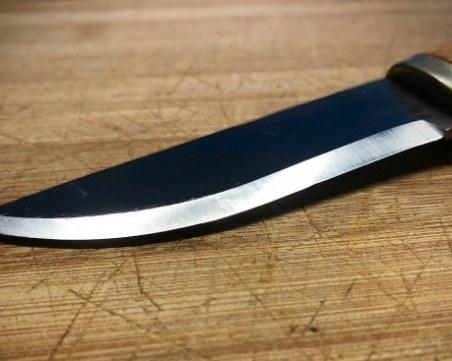 18-годишен намушка с нож баба си