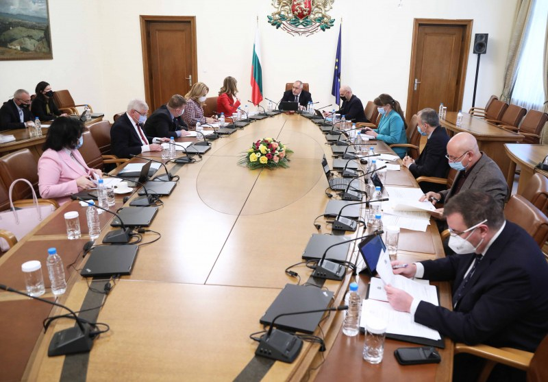 Премиерът: България е с най-леките мерки в Европа, справяме се заради спестени пари
