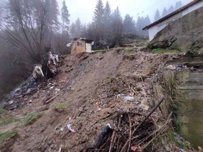 След свлачището в Смолян: Настаняват пострадалите семейства в жилища