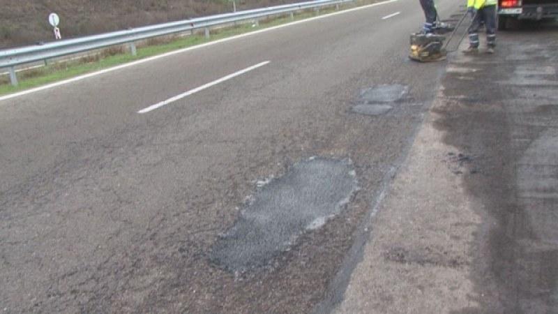След дъжда: Стотици дупки зейнаха на АМ Тракия