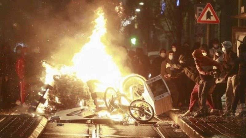 Удариха колата на белгийския крал по време на протести, Брюксел протестира срещу полицията