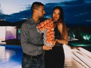 1 година любов! Пловдивчанинът Мико на романтична почивка със златното момиче Христиана