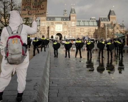 Бунт в Амстердам! Хиляди излязоха по улиците, стигна се до сблъсъци