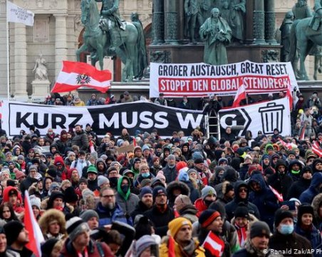 Бунтове в три европейски столици! Хиляди поеха на