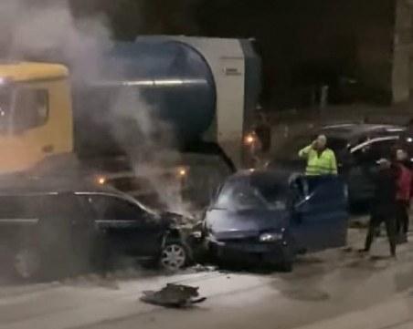 Тежка катастрофа затвори булевард в София! Две линейки са на мястото