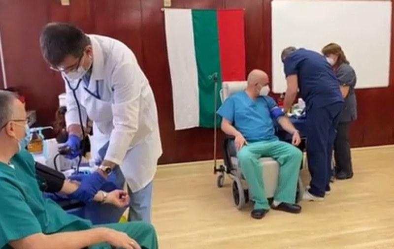 Ген. Мутафчийски получи втора доза от ваксината
