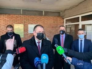Петима задържани в Пловдив заради схемата с фалшиви документи, сред тях - униформен