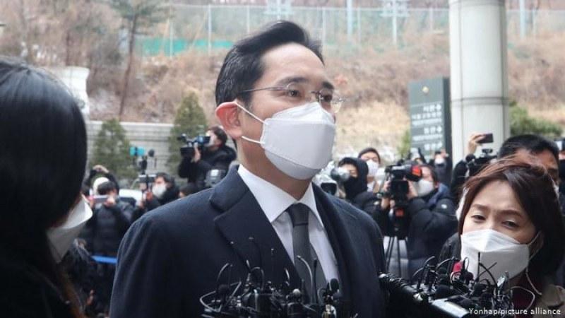 Зам.-председателят на Samsung Джей Й. Лий бе осъден на 30-месечен затвор
