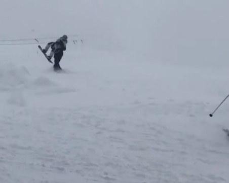 Лавина затрупа десетки скиори в Русия, има загинали