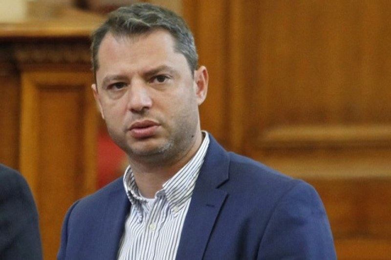 Ексминистър осъди Елена Йончева