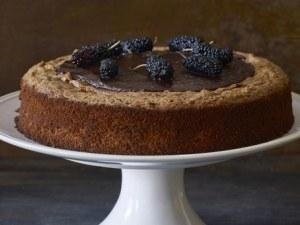 Здравословна и сладка - бърза шоколадова торта с бадемово брашно