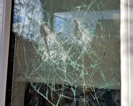 Вандали потрошиха прозорците на къща в пловдивско село
