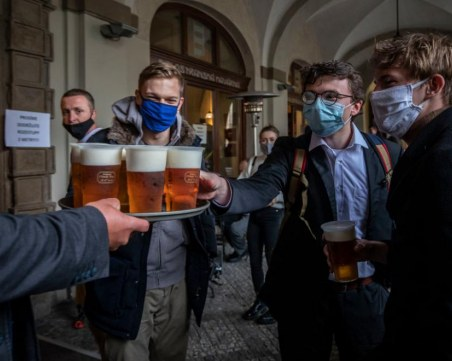 Ресторанти и пъбове в Чехия отвориха врати в знак на протест