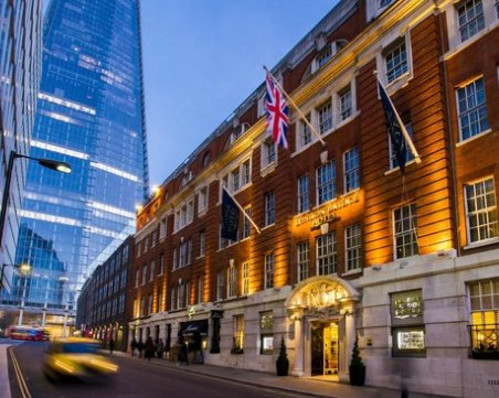 Великобритания обмисля 10-дневна карантина в хотели за всички, пристигащи в страната