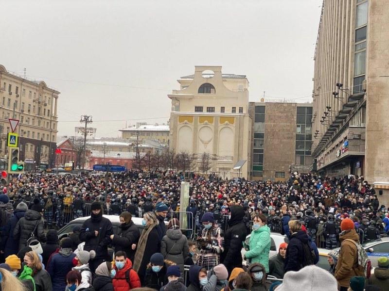 Хиляди руснаци се събират на протест в Москва заради ареста на Алексей Навални
